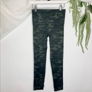 New SPANX Look at me Now Seamless Camo Leggings